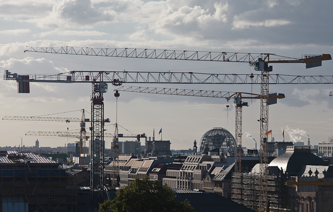 guided tours for planners and architects in Berlin -skyline with cranes