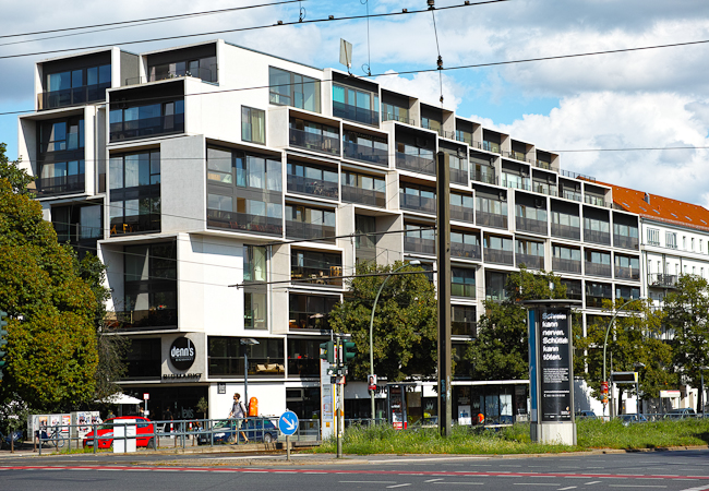 Nachverdichtung Apartementblock Graft Architekten - Foto: Christian Hajer | berlininfo Führungen