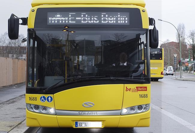 Stadtbus der BVG mit Elektroantrieb Foto: Christian Hajer berlininfo