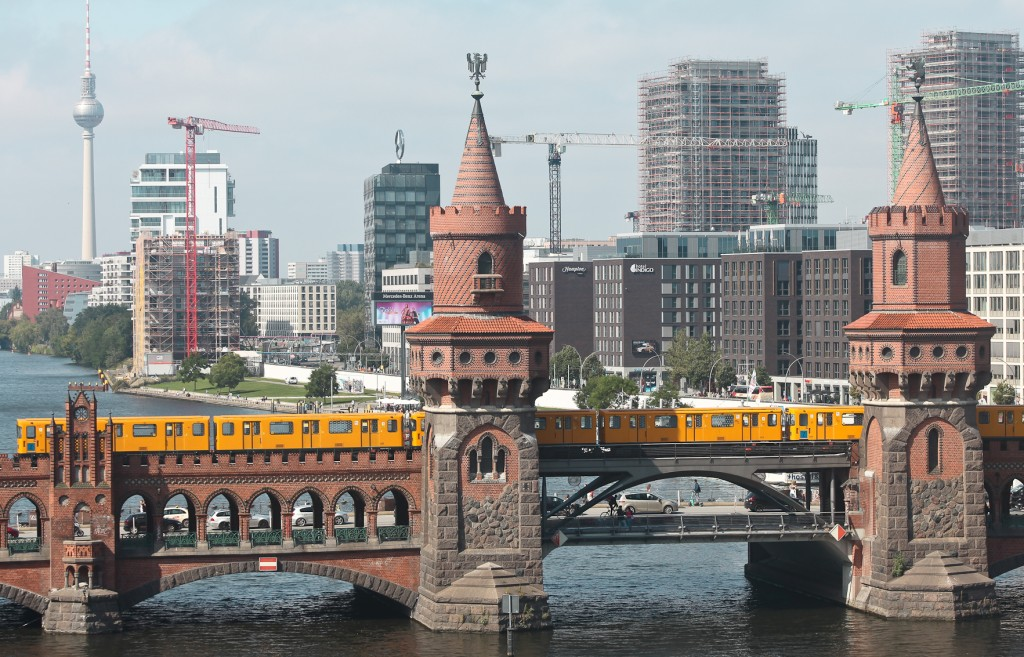 guided tours for planners and architects in Berlin -skyline with tv tower